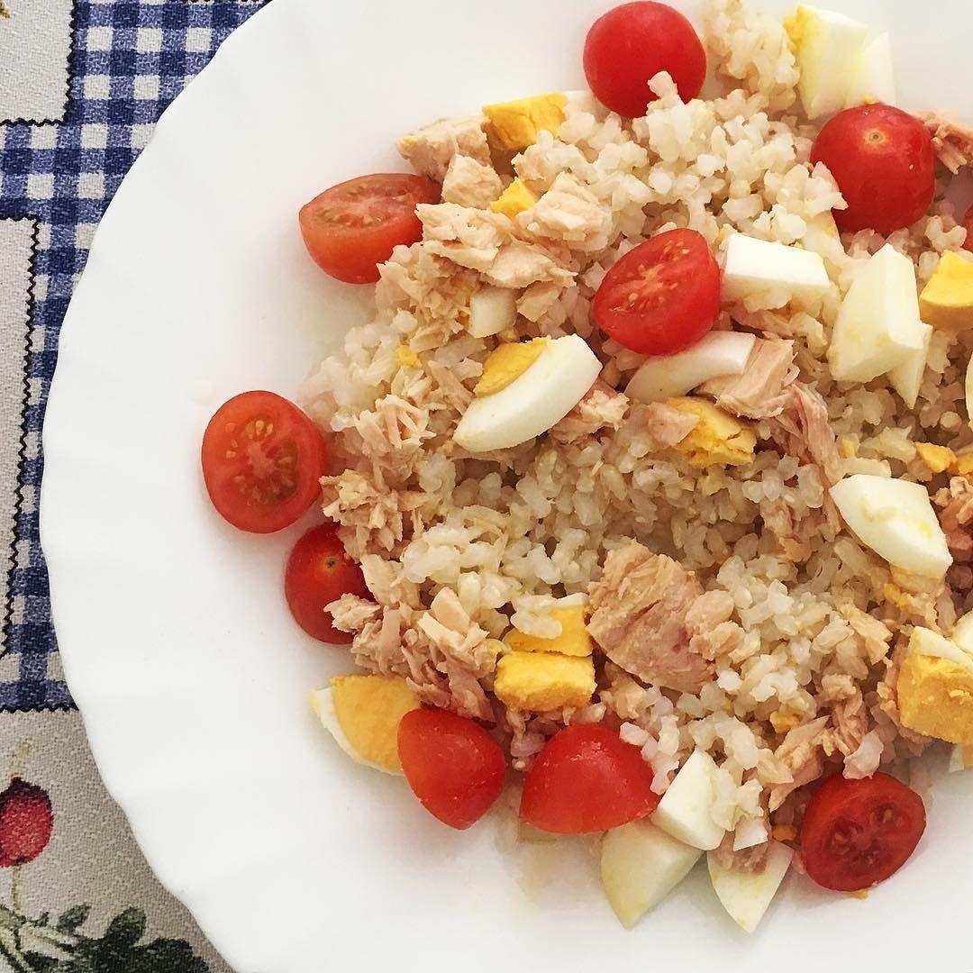 L U C í A On Instagram Comida Ensalada De Arroz Integral Con Cherrys Huevo Cocido Y Bonito Buen Provecho Food Cobb Salad Cobb