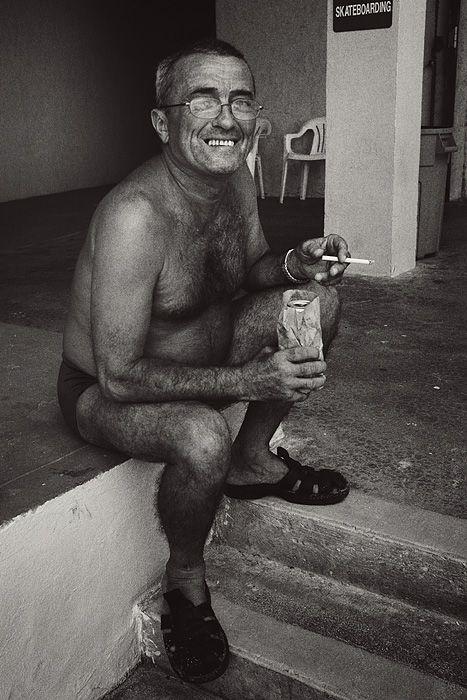 naked-man-smoking