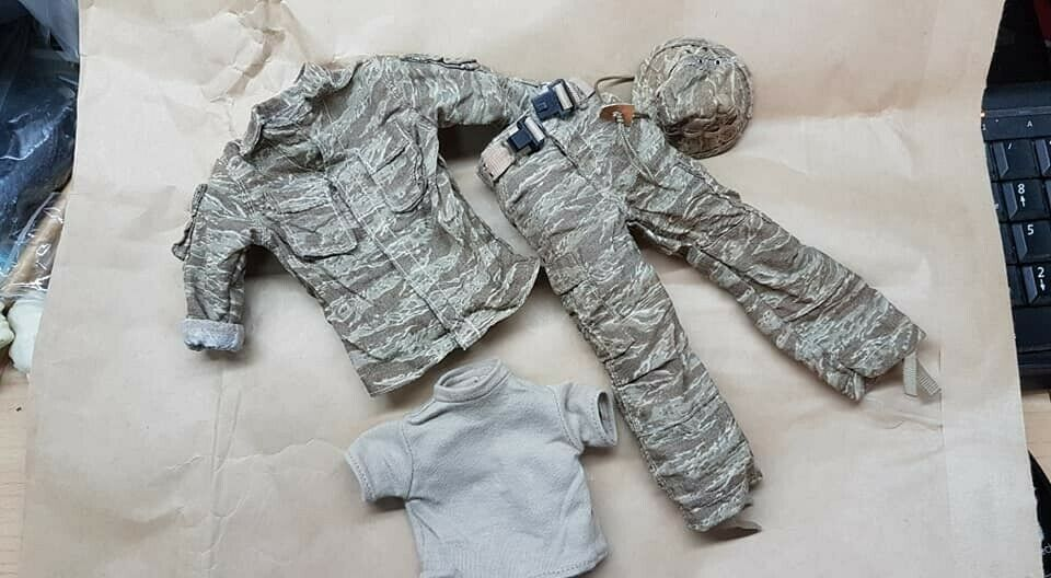 1//6 Scale Uniforms Outfits Coveralls Woodland camo Jumpsuit for Action Figures