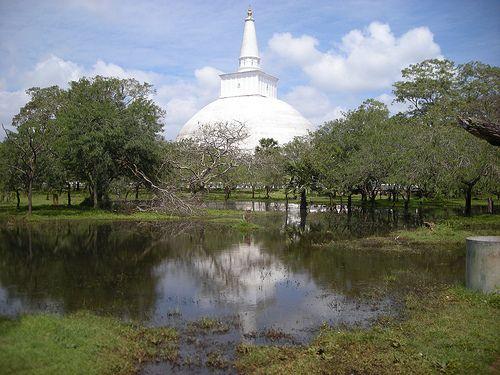 Ruvanvalisaya Dagoba, Anuradhapura, Sri Lanka (www.secretlanka.com)