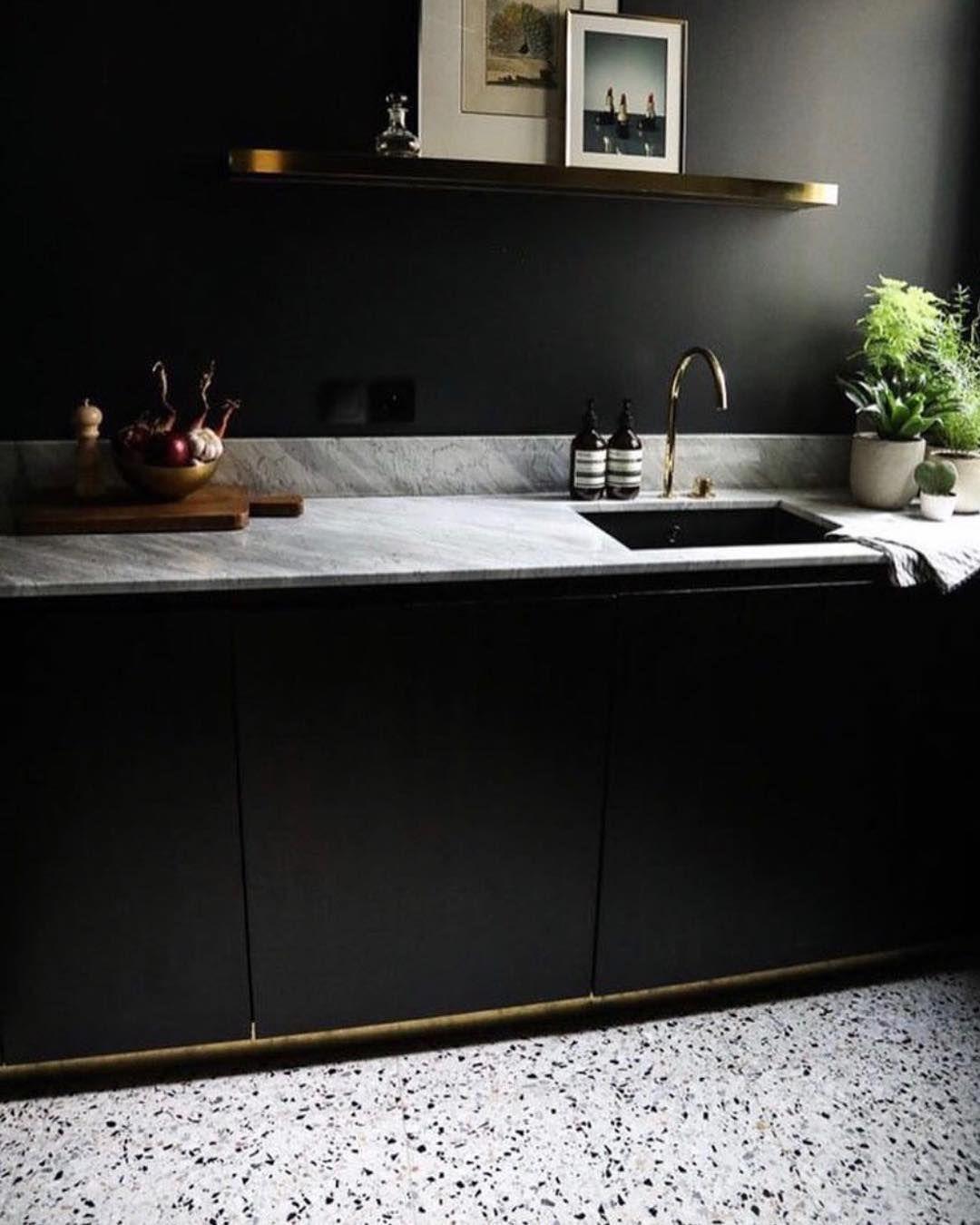 Zwarte Scandinavische Keuken Inspiratie Met Terrazzo Vloer Heel Mooie Combi Hier Te Zien Met Marmer Blad Keuken Inspiratie Scandinavische Keuken Keuken Idee