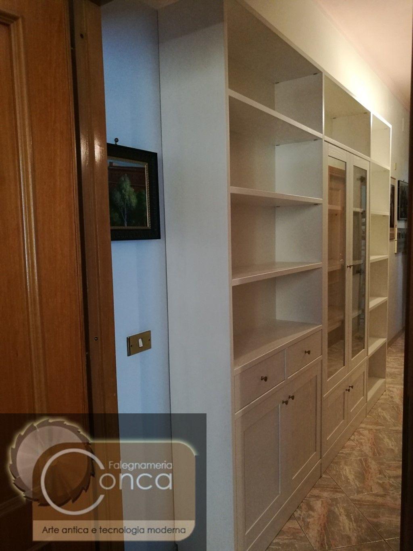 Legno Laccato Su Misura libreria su misura in legno laccato per ingresso | mobili su