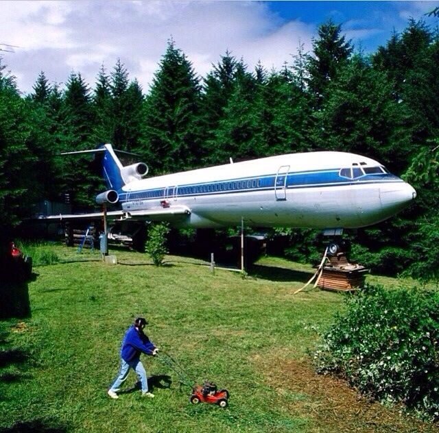 This guys lives in a used Boeing 727