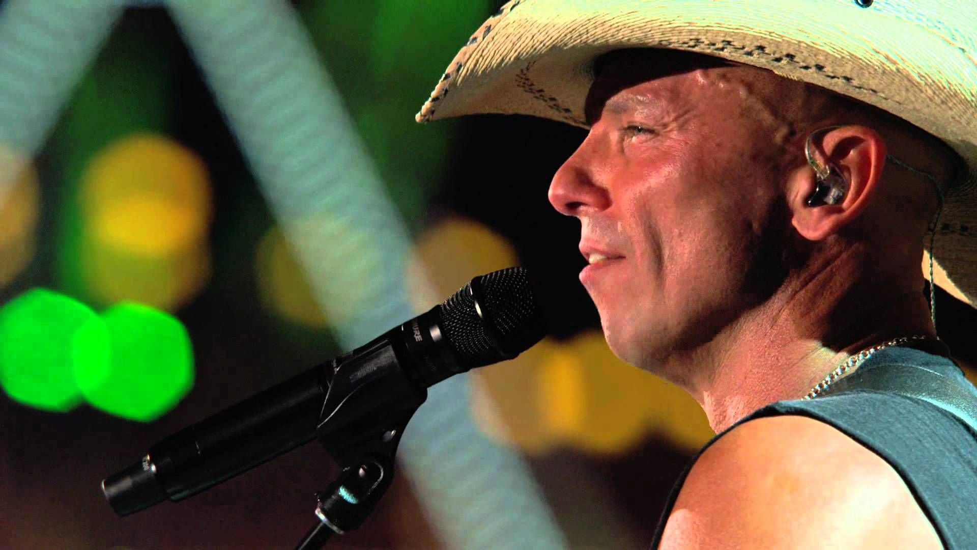 He is certainly singing from my HAPPY PLACE...Kenny