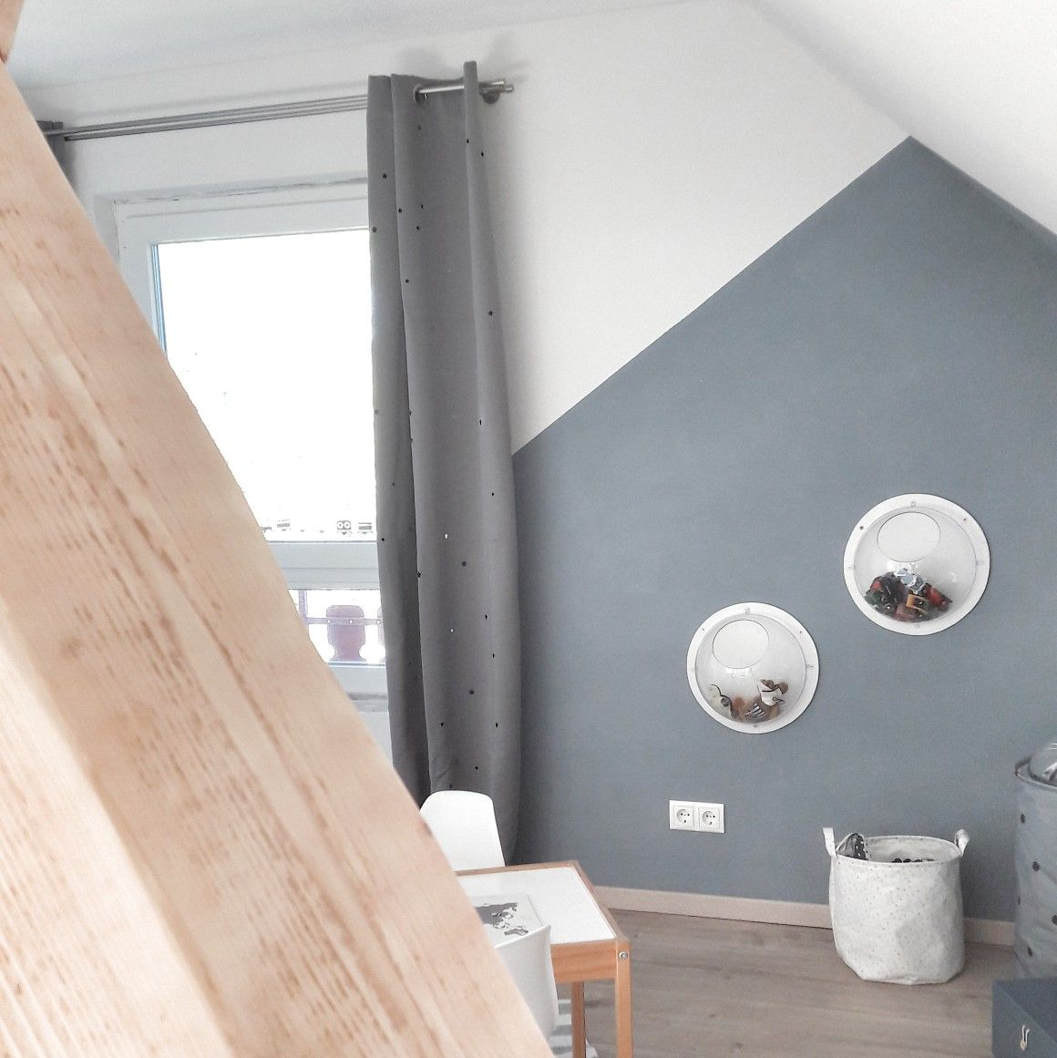 Wände Farbig Streichen: Kinderzimmer Mit Dachschräge Streichen, Wandaufbewahrung