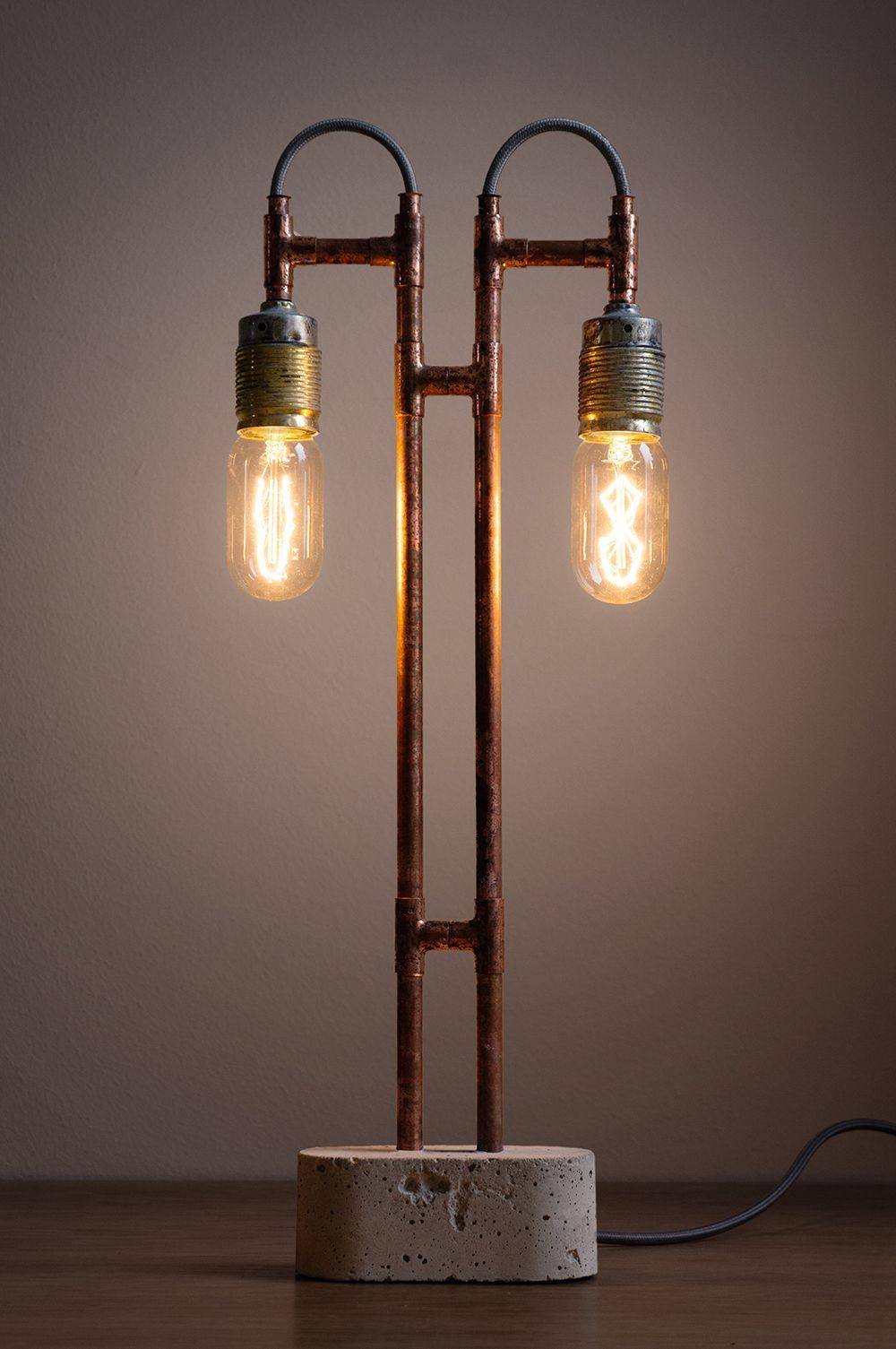 Industriële lamp gemaakt met koperen buizen en beton