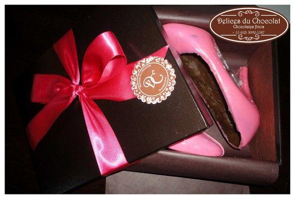 0210e3705 Caixa com Sapato de chocolate peep toe salto alto Sapato feito de chocolate  nestlé no modelo