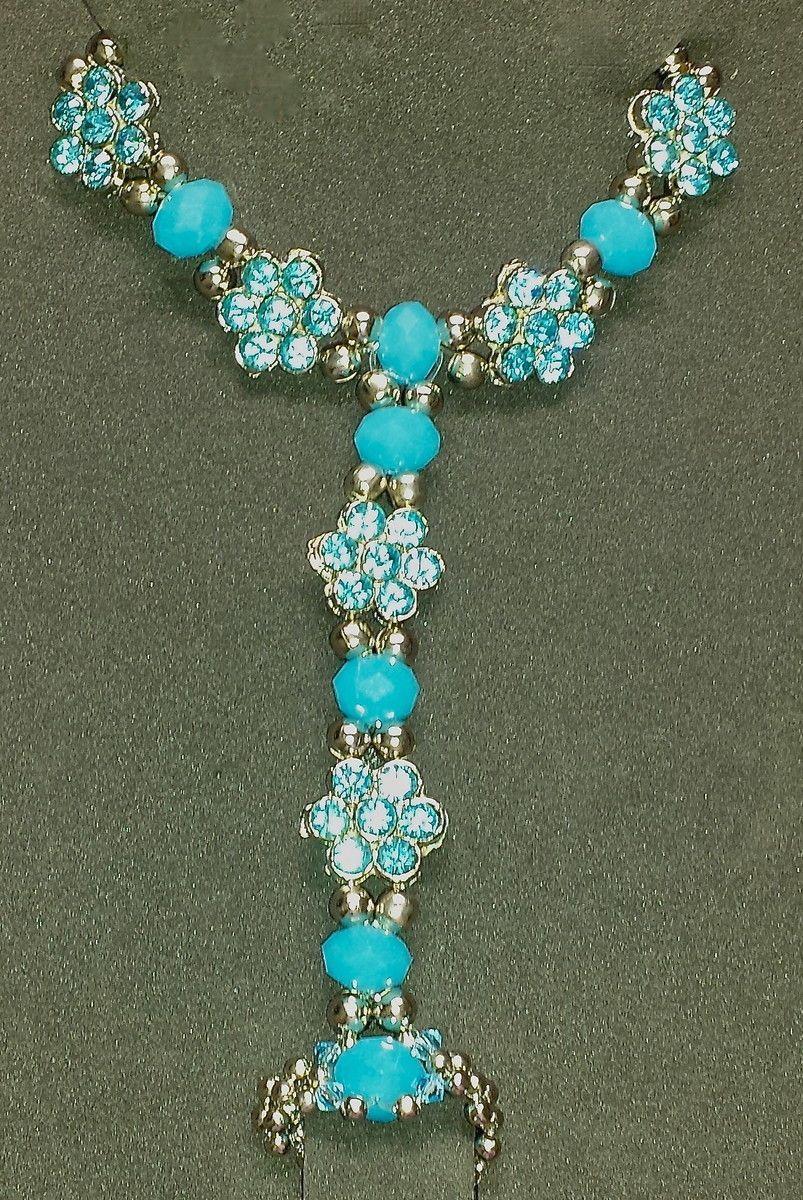 Pulseira com anel utilizado para dança do ventre, com cristais rondel azul piscina e passador tipo flor com strass