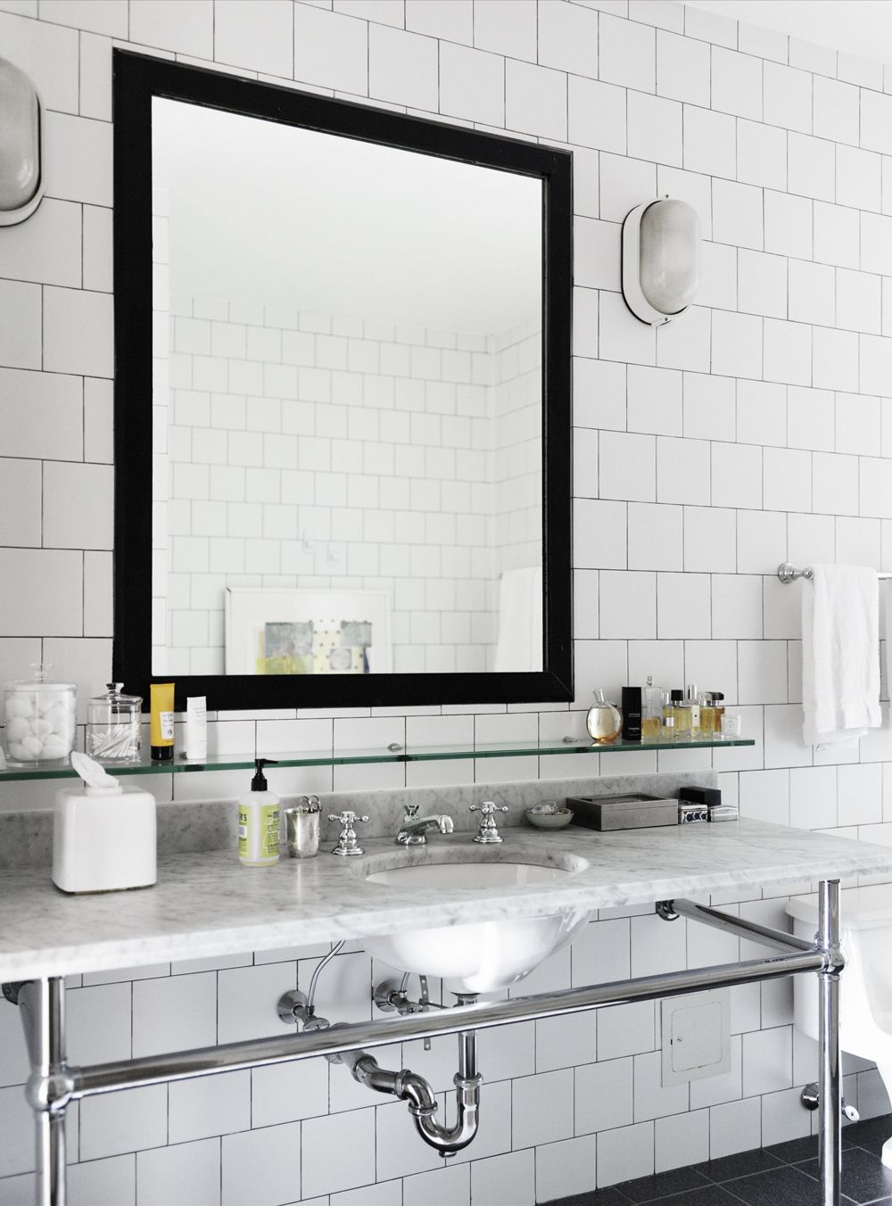 Square Mirror Design With Dark Black Mirror Frame Hanging On The ...
