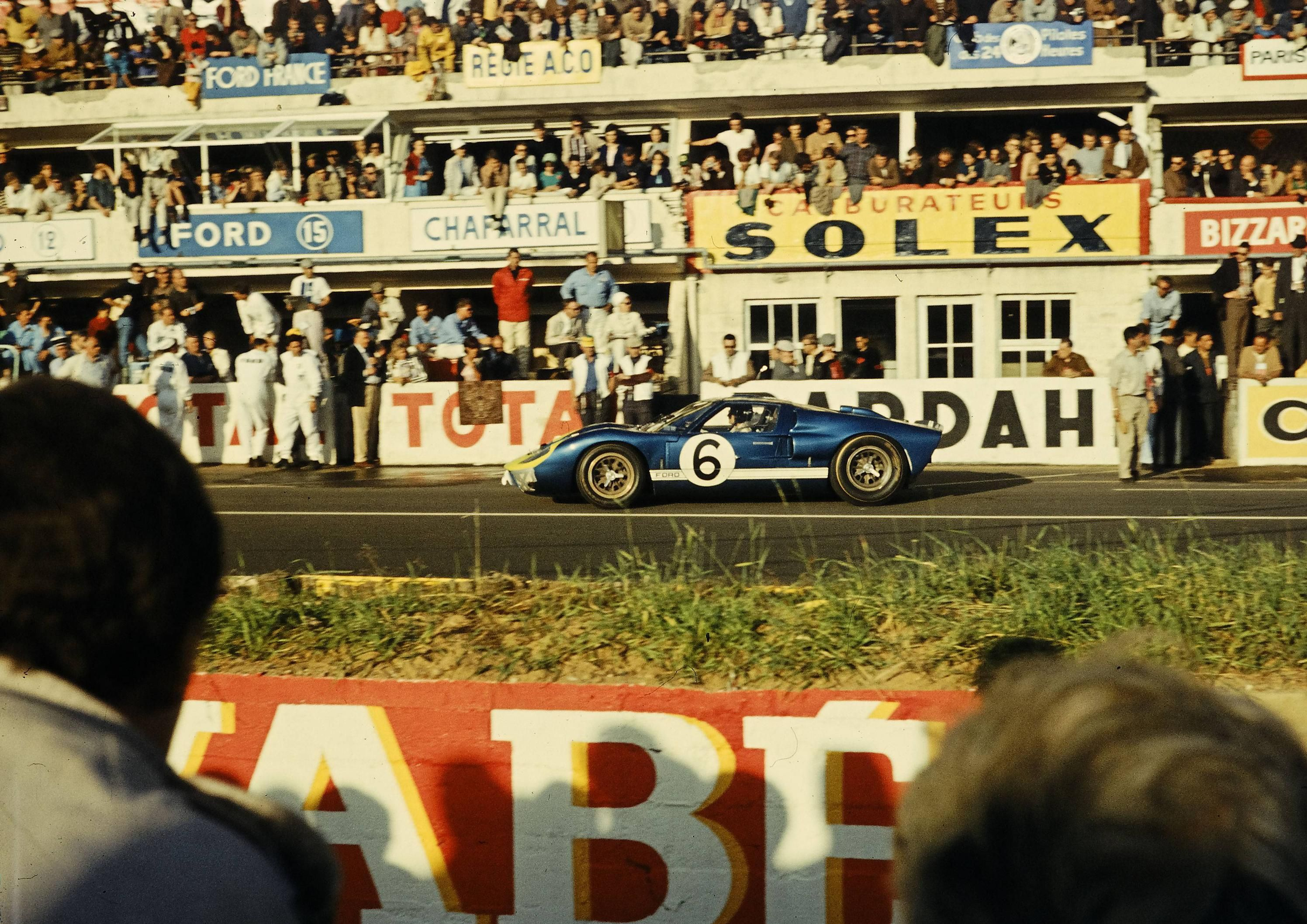 Holman Moody Ford Gt40 6 Leaves Departs The Pits After A Stop