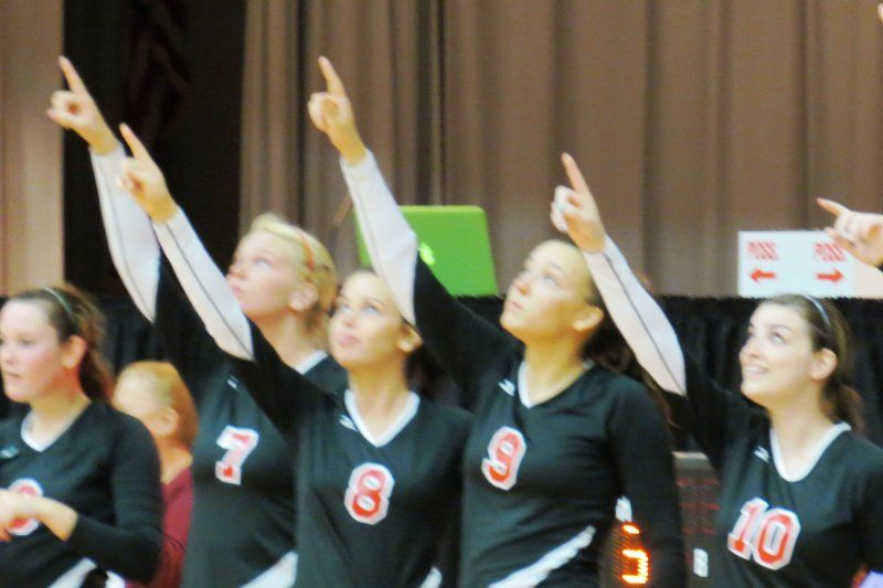 Cvcc Lady Bucs Pointing At The Scoreboard That Displayed Their 31 And 0 Record Cvcc Scoreboard Volleyball