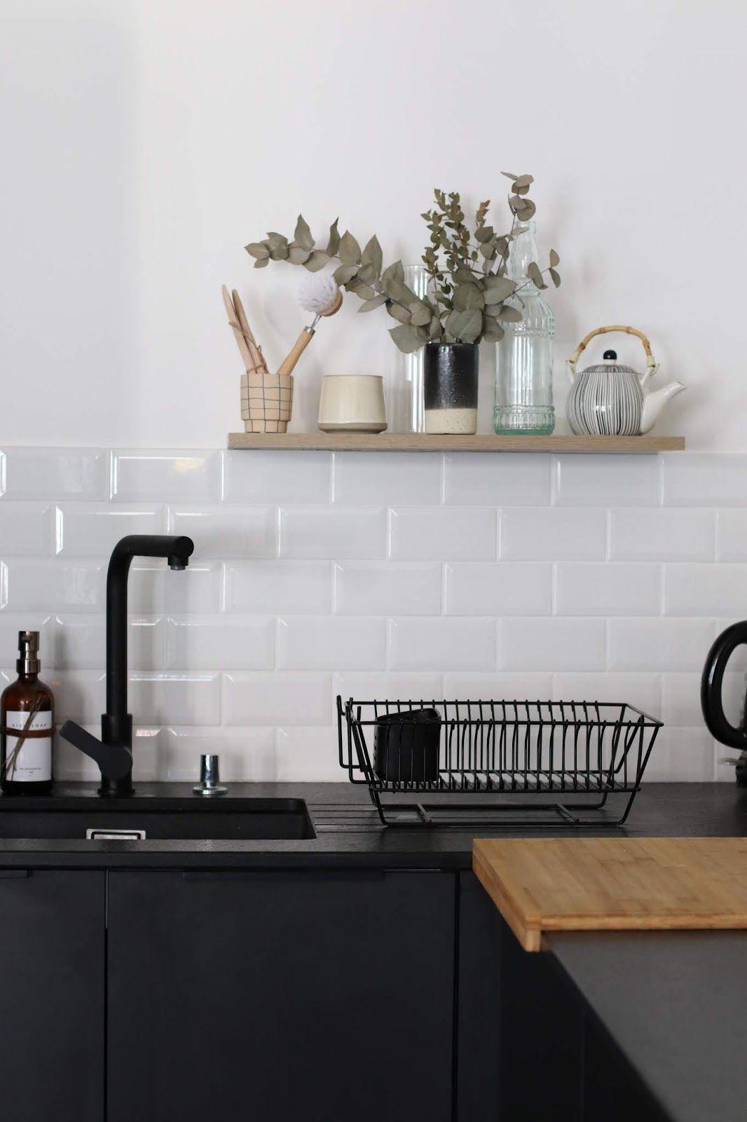 Chez nous - La cuisine  Meuble haut cuisine, Cuisine, Cuisine noire