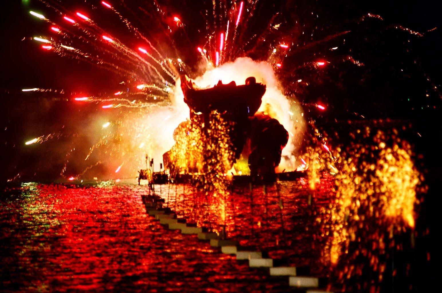 Patra The Burning Of The King Of The Carnival Patra To Kapsimo Toy Basilia Karnabaloy Carnival Greece Patra