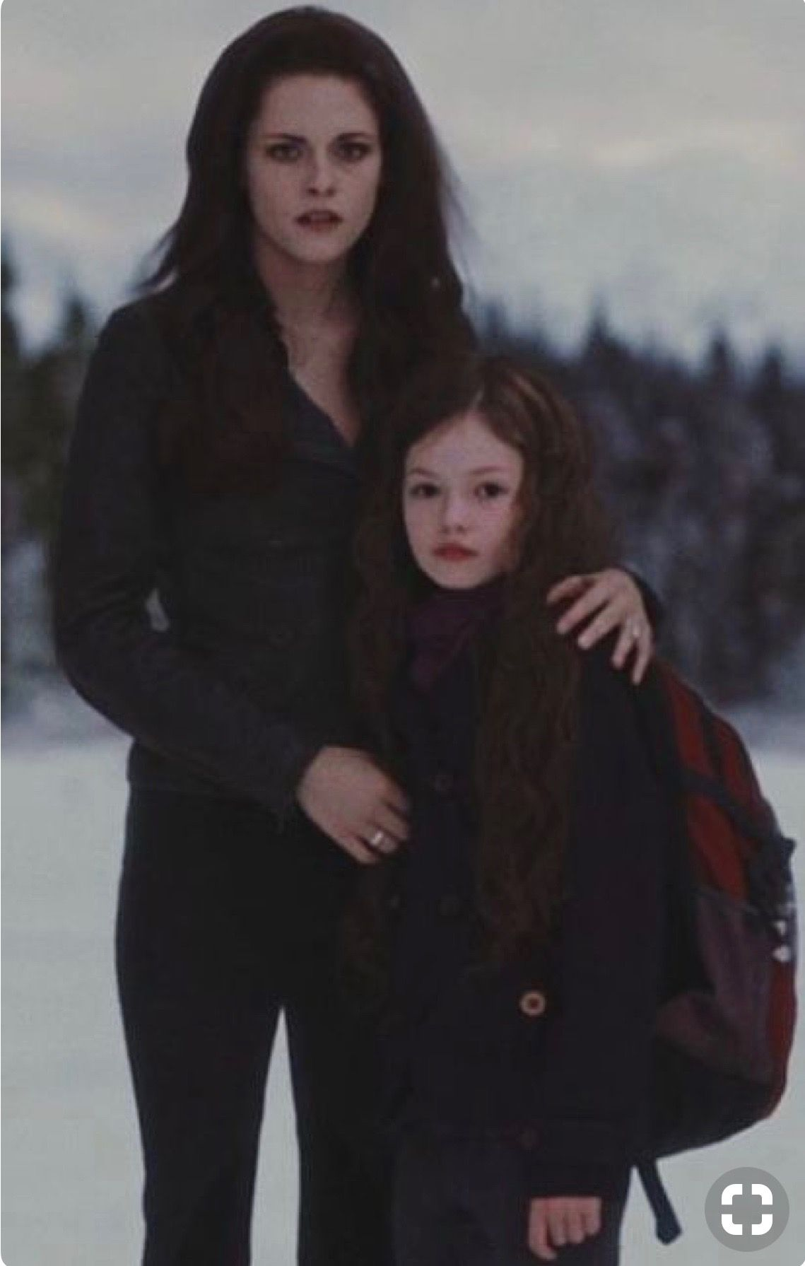 Bella And Renesmee Cullen In The Breaking Dawn Part 2 Crepusculo