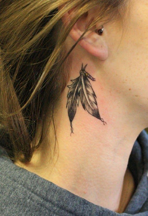 Bonitos Tatuajes En La Orejas Para Vosotras Tatuajes Pequenos Cuello Tatuajes De Plumas Diseno De Tatuaje De Pluma