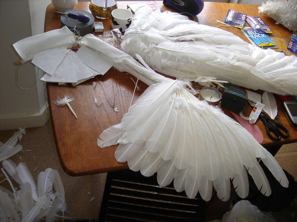 how to make a pair of angel wings halloween pinterest angel wings angel and costumes. Black Bedroom Furniture Sets. Home Design Ideas