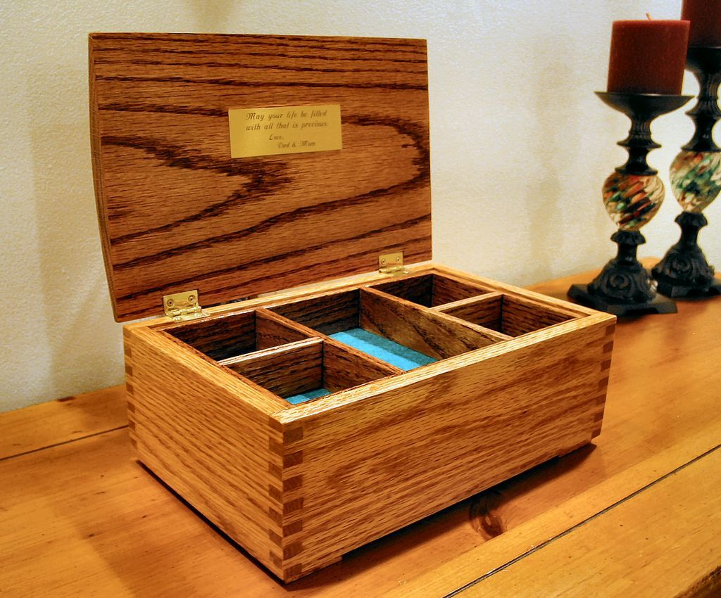 Oak Jewelry Box Featuring Box Joint Construction
