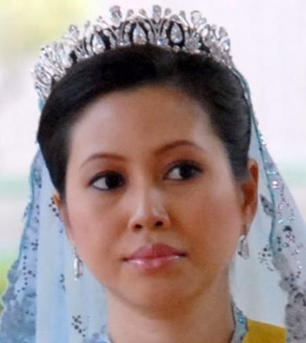 Crown Princess Azrinaz of Brunei in her diamond drop tiara