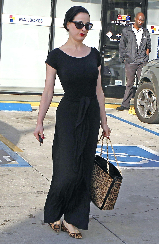 long black dress... the new lbd :D