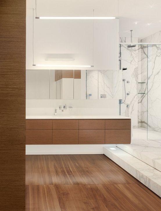 moderne badezimmer gestaltung mit holz und marmor weiß | marmor, Badezimmer