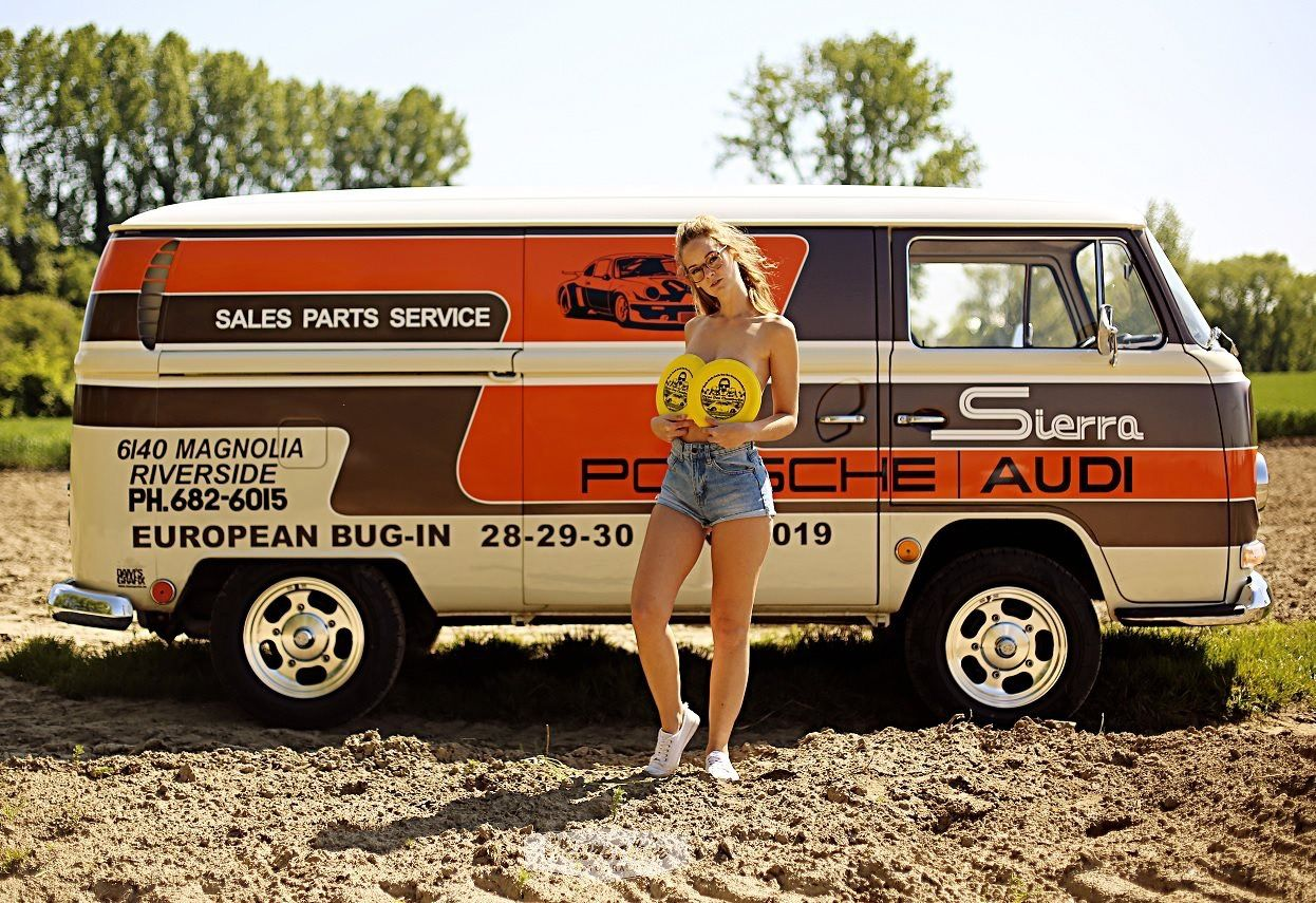 Pin By Carlos Gutierrez On Miss Volkswagen Minibus Bus Girl Volkswagen Bus