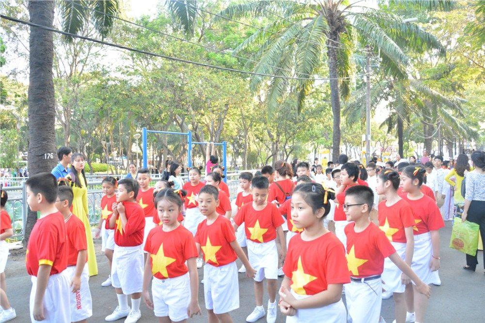 Áo cờ đỏ sao vàng trường Tiểu học Nguyễn Bỉnh Khiêm - Hình 1