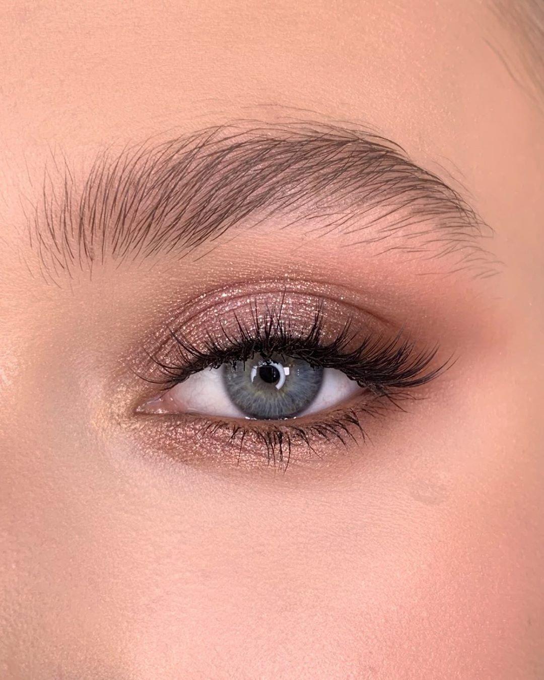 """Photo of Anna Dyuryagina auf Instagram: """"Make-up mit Huda Beauty Rose Gold Remastered am …"""