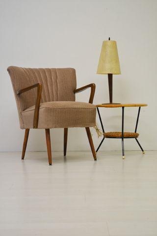 Erg comfortabele cocktail fauteuil met mooi gevormde houten armleuningen in goede vintage staat - Comfortabele fauteuils ...