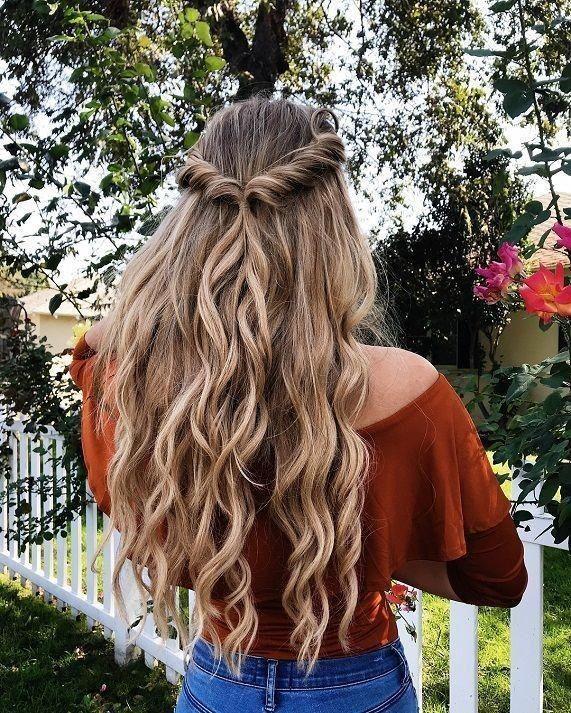 Super Easy Half Updos Fur Prom Curly Hairstyles Curly Easy Fur Hairstyles Prom Curly Hairst Long Hair Styles Hair Styles Medium Length Hair Styles