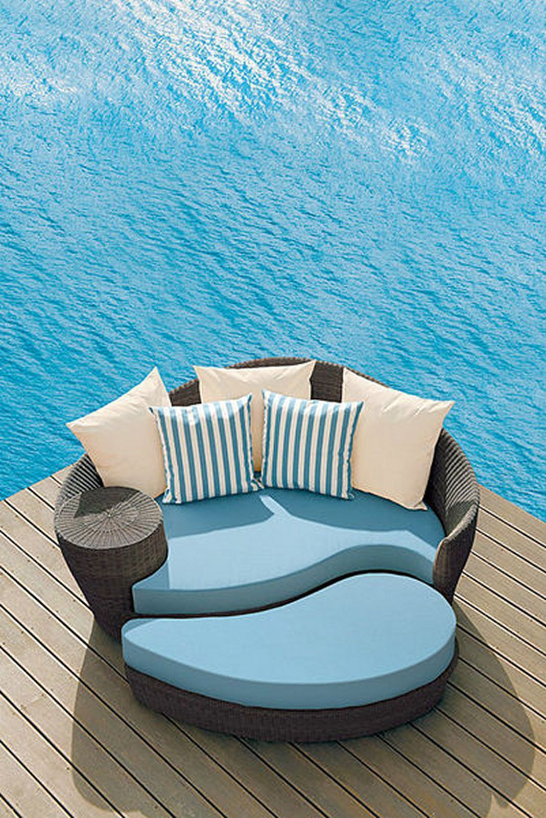 - Sweet Take On Round Daybed For Pool Back Yard Patio Furniture