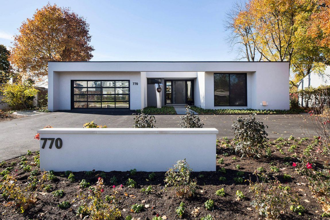 Raugstad Designs a Sleek Contemporary Home in Highland Park, Illinois