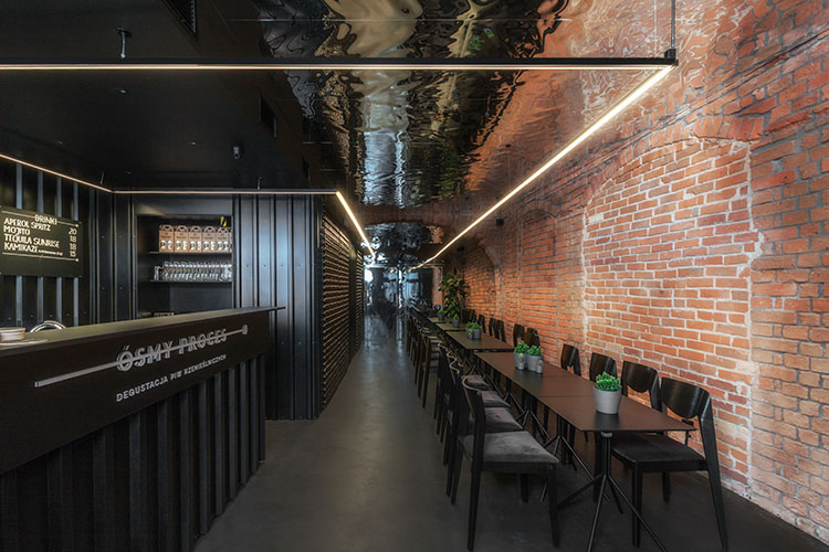 Osmy Proces Beer Bar Zielona Gora Poland Znamy Sie Urdesignmag Black Walls Tenement Flooring