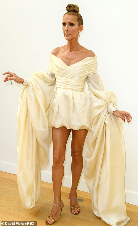 crazy price new design best quality Céline Dion in short gown with billowing sleeves at ...