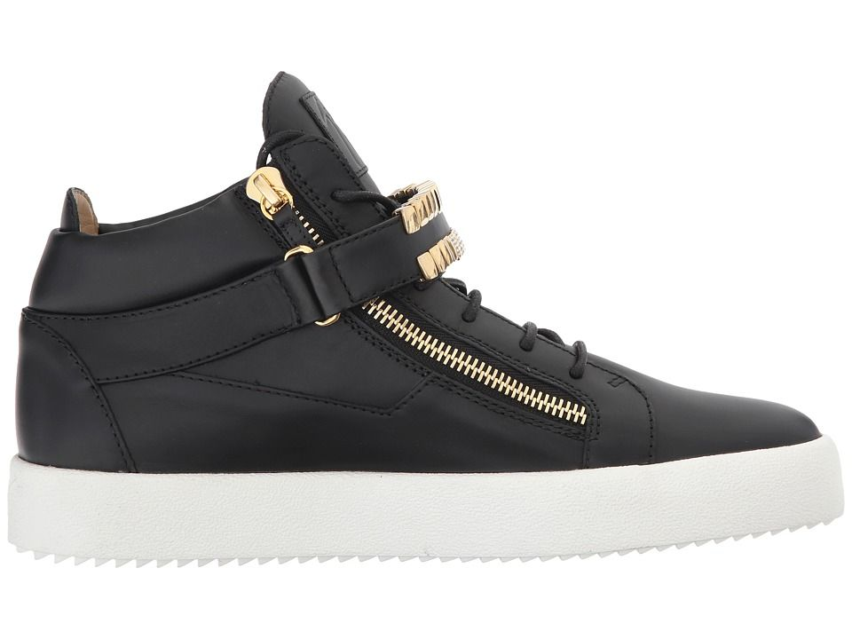 Casual Shoes, Sneakers & Clothing | Footaction