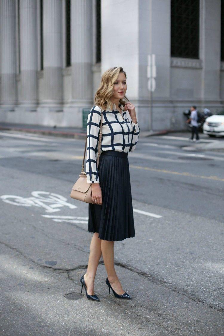 smart casual outfit f u00fcr damen mit einem plisseerock