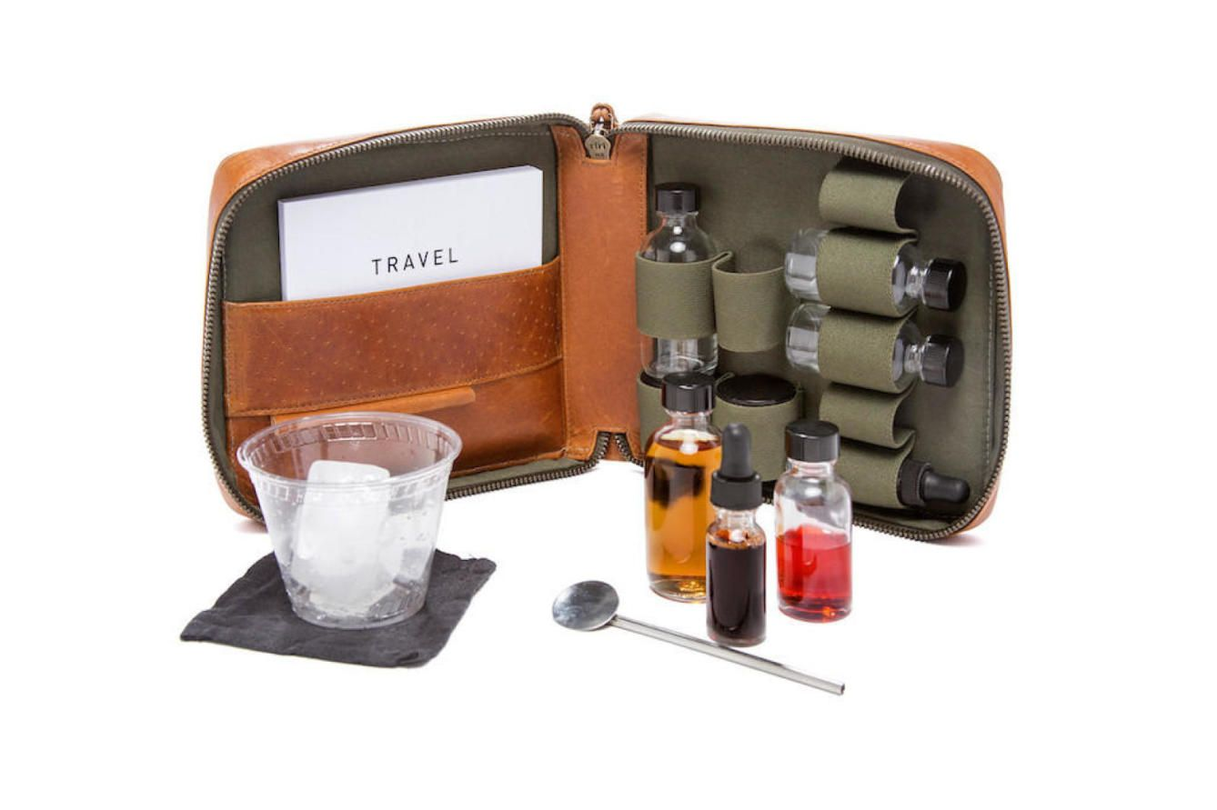 Travel Cocktail Kit en cuero de Stephen Kenn