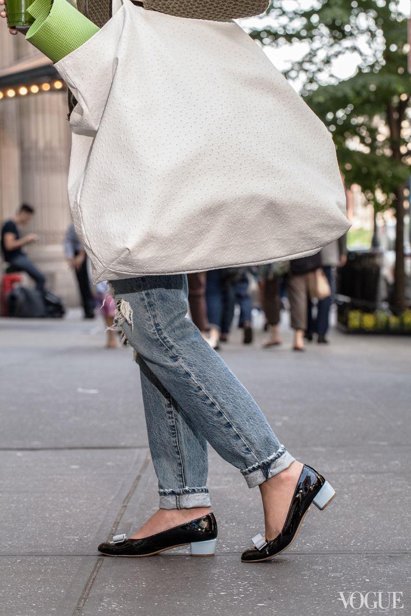 f66d5915 Leni Penn tote, Ferragamo flats, denim.   accessorize   Fashion ...