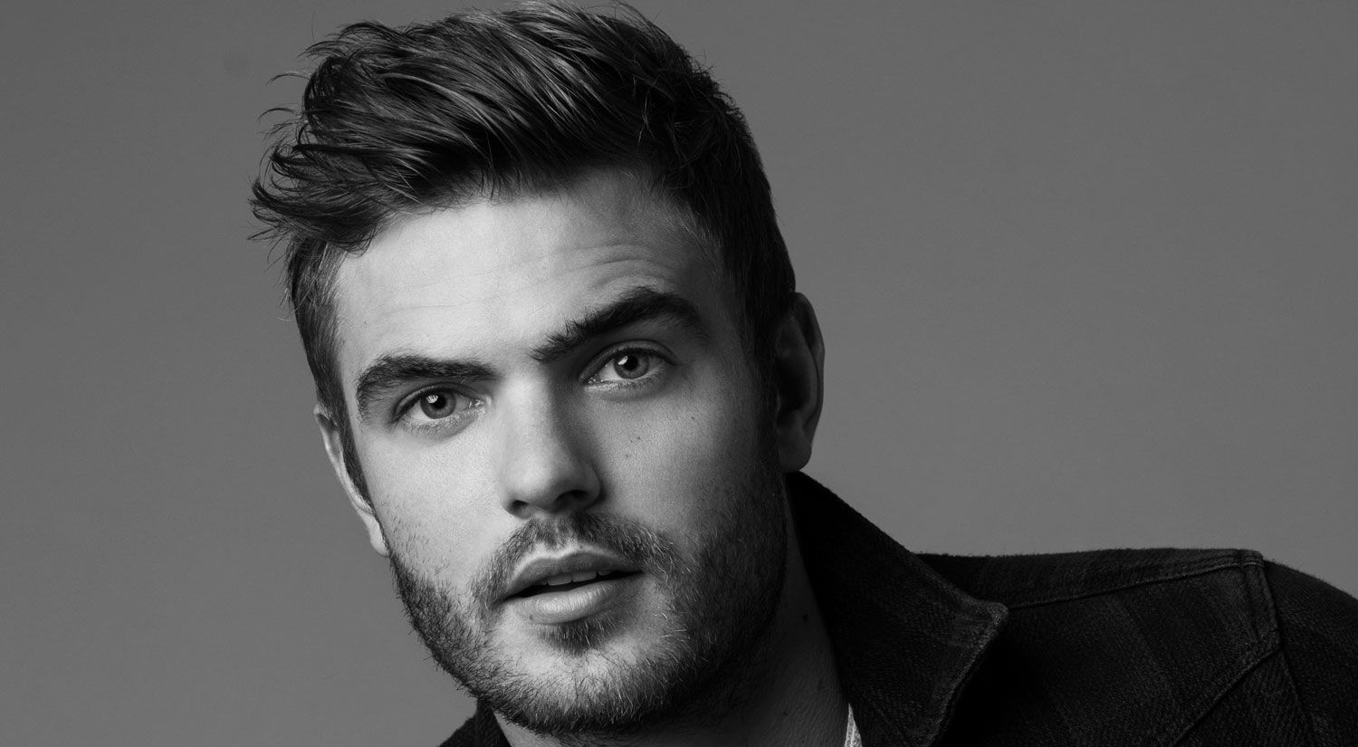 Fifth Wave Alex Roe | The 5th Wave's Alex Roe Talks Filming His Own Stunts, His Celeb ...