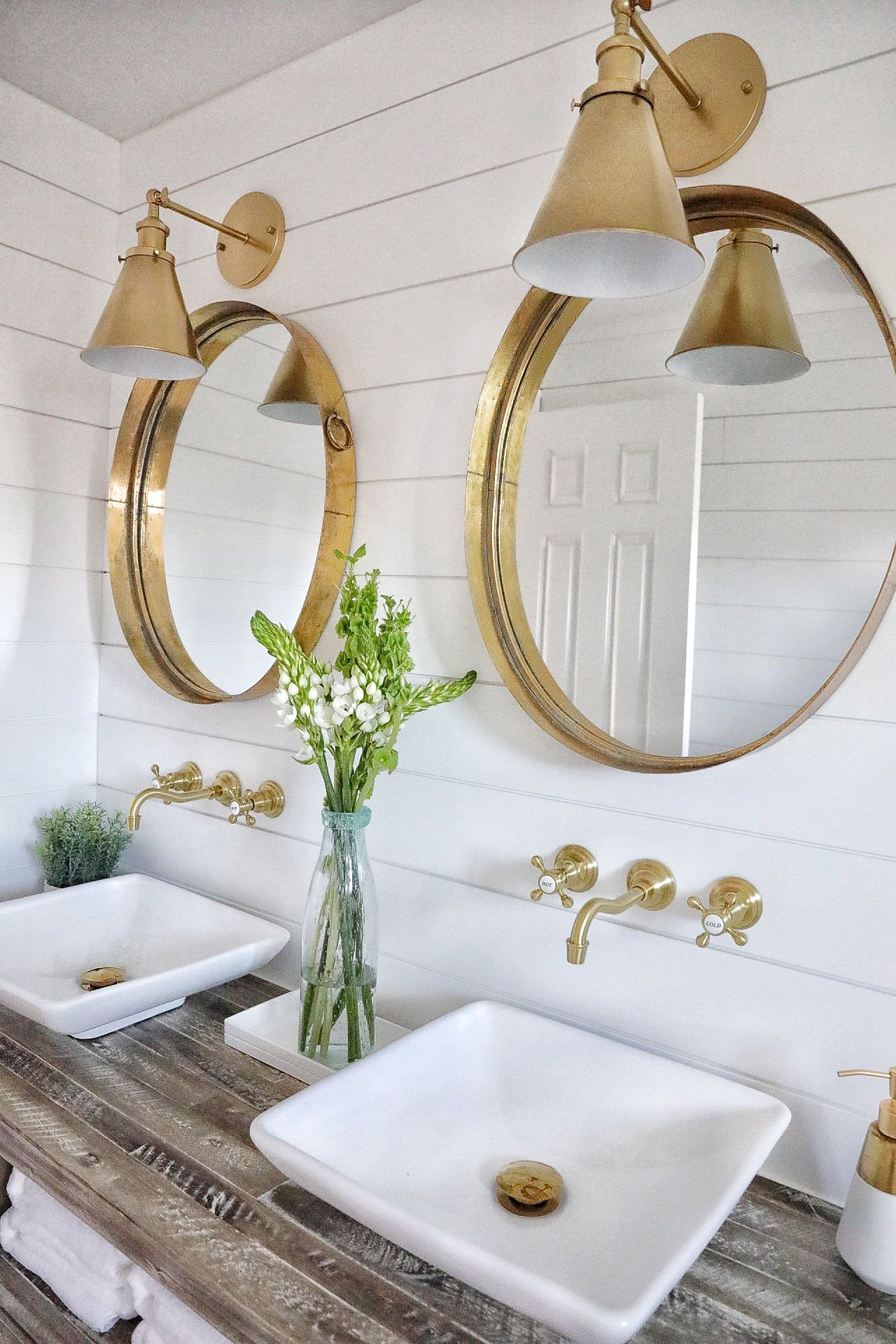 Simply Beautiful Bathrooms: 5 Ways Shiplap Can Transform Your Space