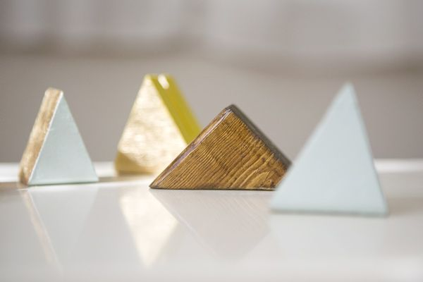 Diy Triangle Table Number Holders Ruffled Card Holder Diy Place Card Holders Diy Holder