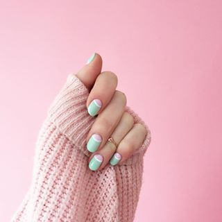 There's a snowstorm in the weather report this week, so we're thinking it's the perfect time for you to cozy up with a cocktail at our nail bar. Nails by Ashley C. (: @blousesandhouses) #LoveHMP #ManiMonday #sweaterweather #winterstyle #nailart #thinkpink #Ihavethisthingwithpink #staycozy #snowday