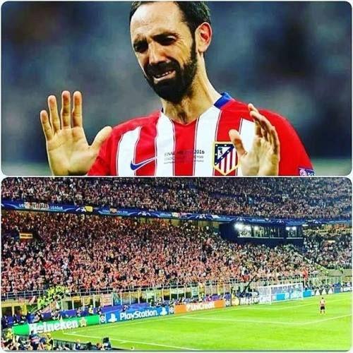 Después de la final Juanfran fue donde su afición a disculparse por el penal fallado.Todos aplauden.