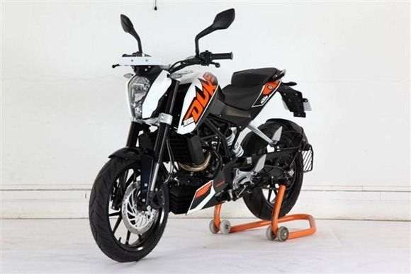 Bajaj Exporting KTM Duke 200 To Philippines