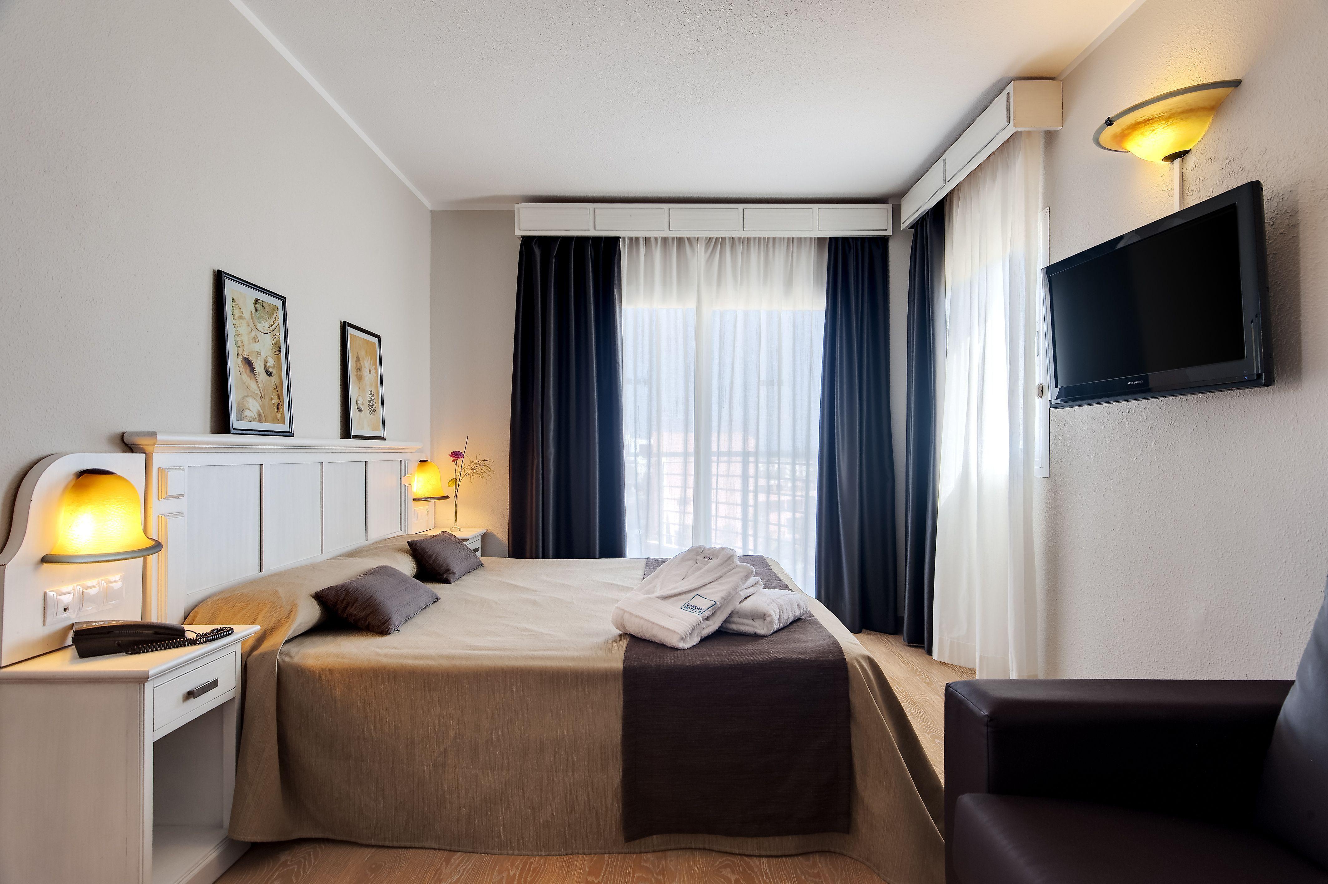 Garden Hotels Es Una Cadena Hotelera Presente En Mallorca Menorca Ibiza Almería Y Huelva Perfecta Para Parejas Famil Decoraciones De Casa Hoteles Mallorca