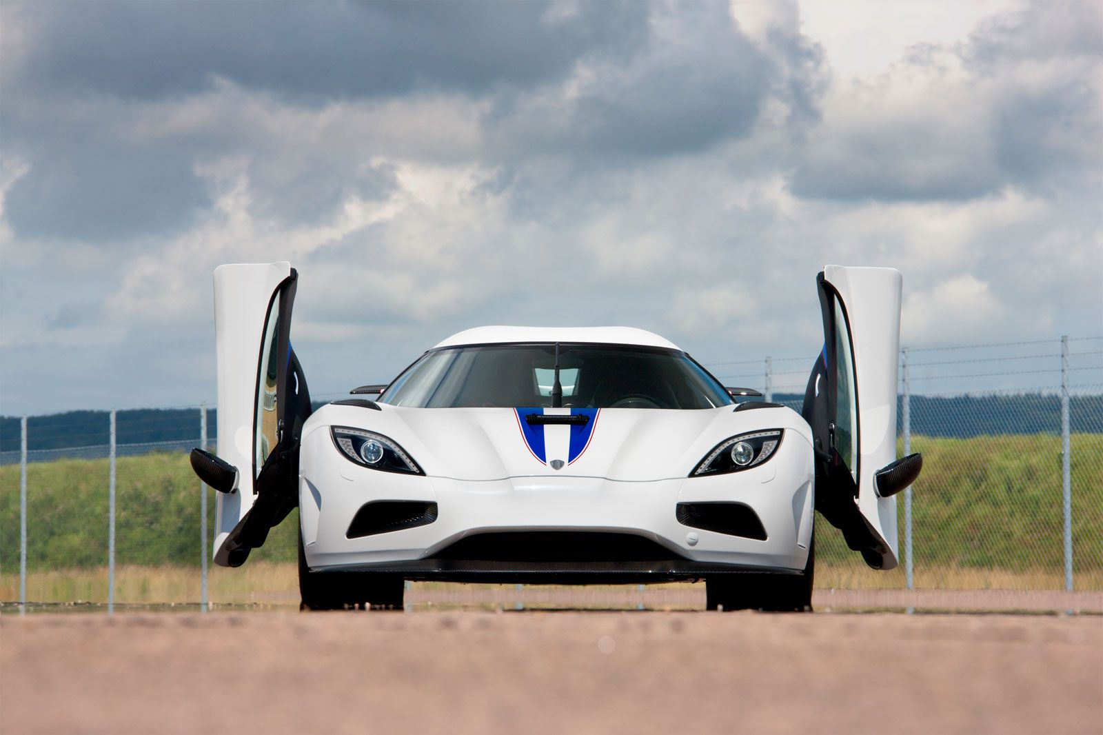 Koenigsegg agera r 2013 widescreen exotic car photo of 32 diesel station