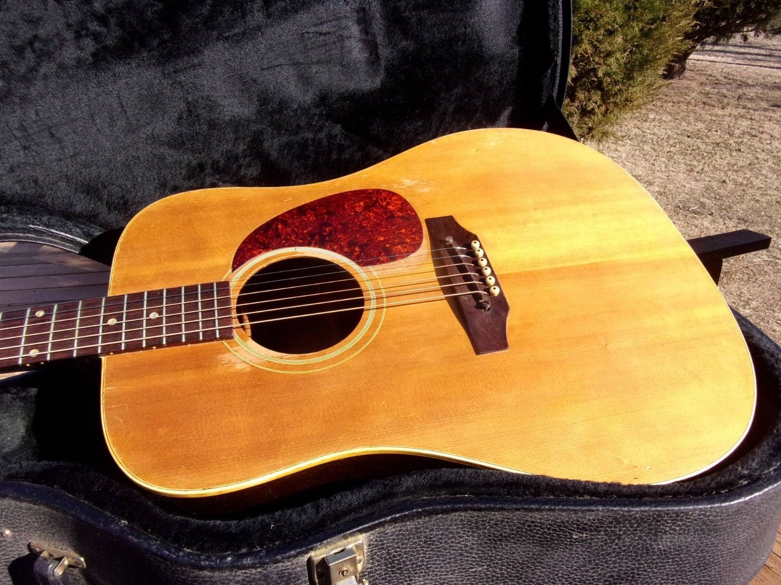 #guitar 1968/69 GIBSON J-45 GUITAR, GOOD CONDITION, IN HARD SHELL CASE please retweet