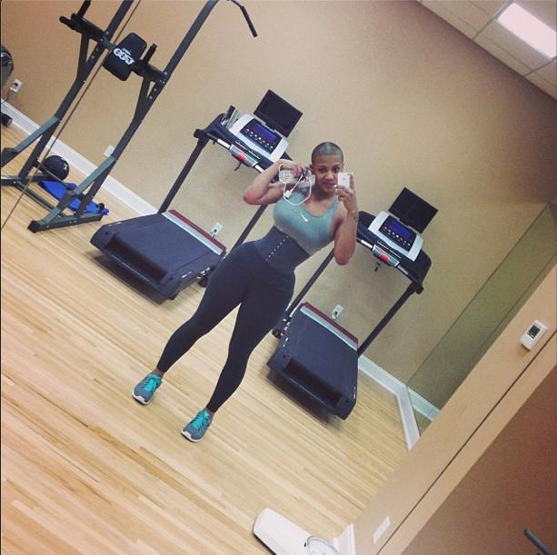 edabf59a0f Nya Lee wears a body shaper while she hits the gym!