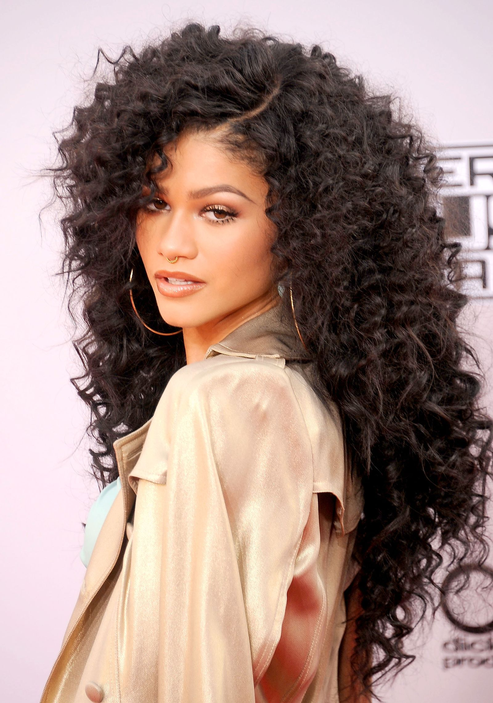 33 Magnificent Ways To Wear Curly Hair Curly Hair Styles