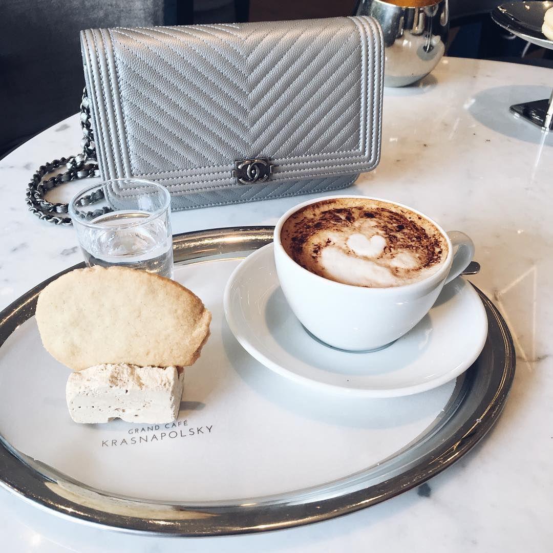 Coffee break☕️ #chanel #coffee #break #monday #yummy #instafood #delicious #food #bag #wocboy #marble #instafashion #instagood #instadaily #fblogger #fabulous