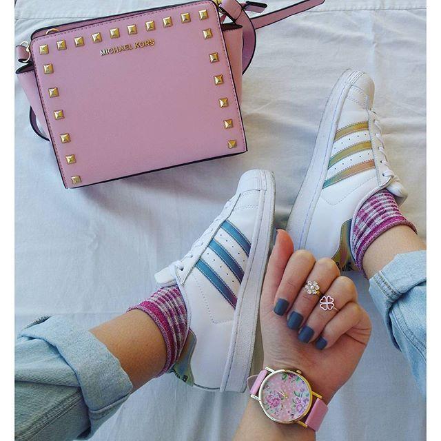 #mulpix PINK 🎀 LADY 🎀 Da vera amante del rosa 🎀💗 non potevo farmi scappare questa splendida borsa 👜 @blond_style_ 🌸🌹 è davvero bellissima 💖 e perfetta da abbinare con le mie adidas e i calzini rosa 🌸🌹 è stato amore a prima vista 💗 adoro le tonalità  #pastello 😍 fanno tanto primavera 🍥🌸🌹 Vi piace? Tutte le  #pinkaddict non potranno resistere 🌸🌹 Buona giornata a tutti 💕  #igerscatania  #catania  #ootd  #outfitoftheday  #pink  #adidas  #superstar  #photooftheday  #picoftheday…